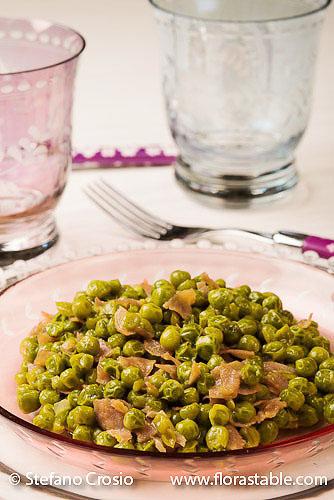 Peas and prosciutto side dish